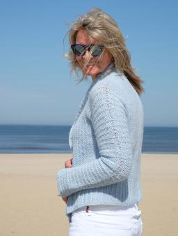 Strickjacke in hellblau